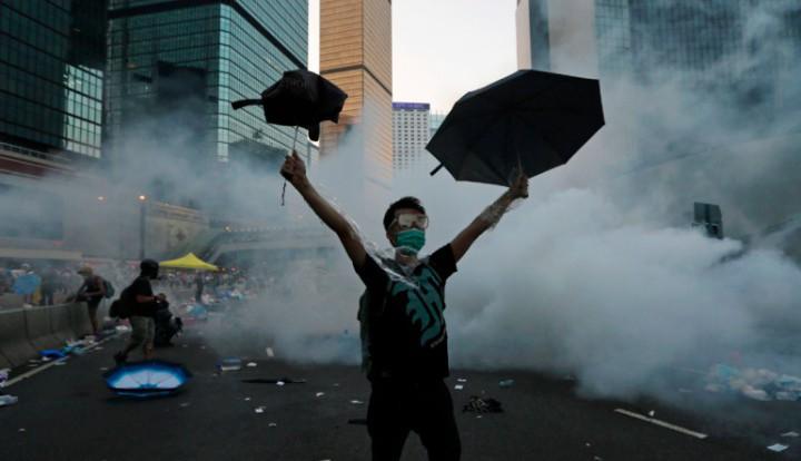 """Китайские СМИ: американцы любят """"совать нос не в свои дела"""", устраивая """"цветные революции"""""""