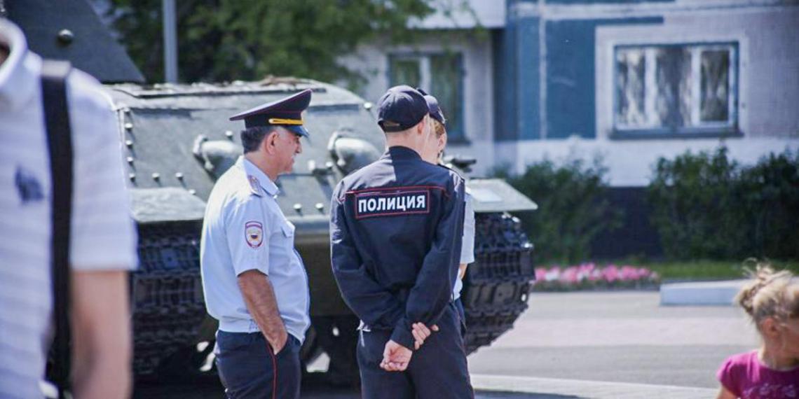 Россиян могут обязать представляться сотрудникам полиции