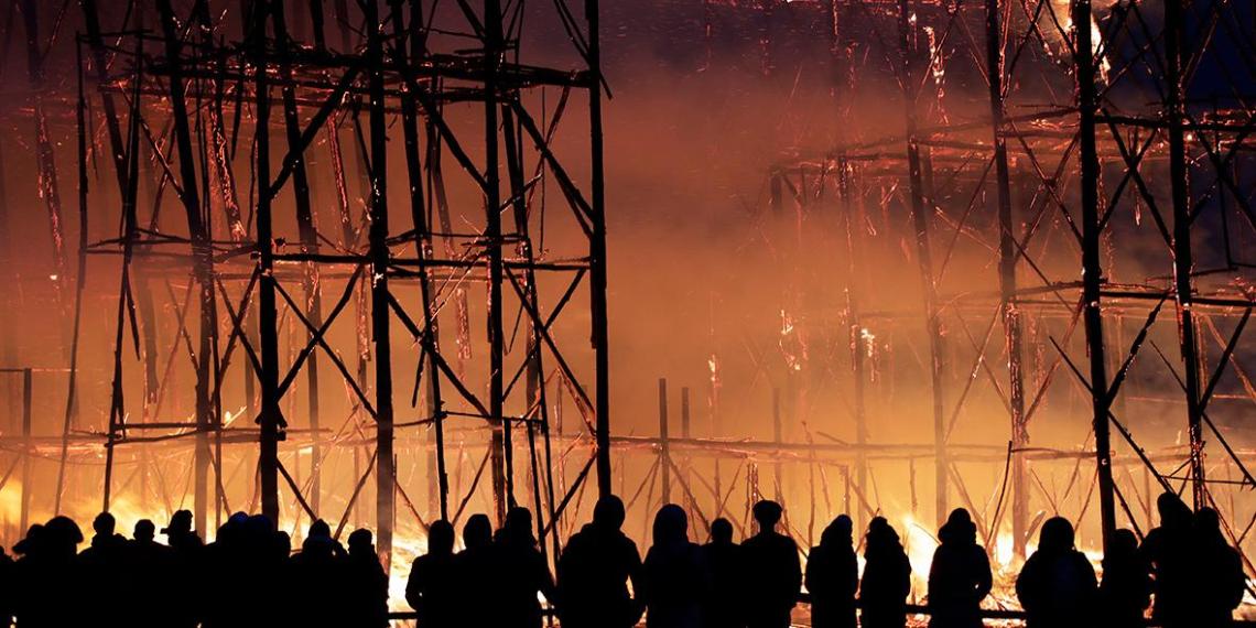 В Калужской области на Масленицу сожгли деревянный мост 20-метровой высоты