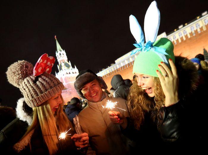 ВЦИОМ: Россияне с оптимизмом ждут 2015 год