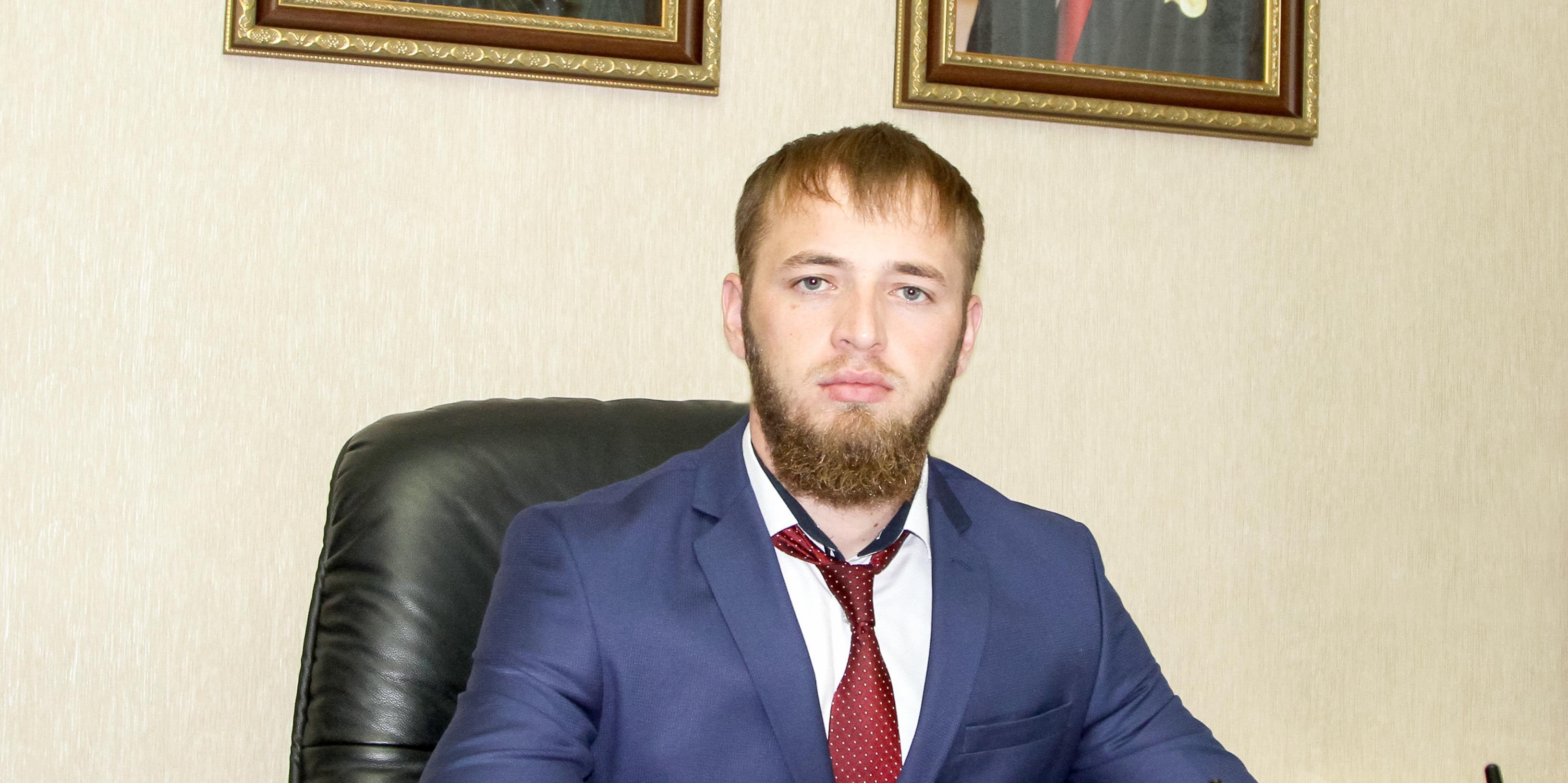 """Чеченский министр оправдал пытки """"аферистов"""" электрошокером экс-мэром Грозного"""