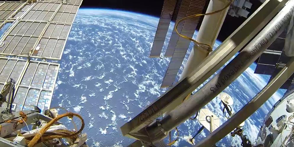 Российский космонавт показал видео выхода в открытый космос
