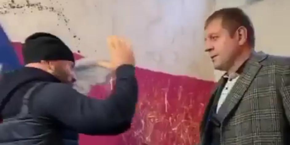 Исмаилов перед боем с Емельяненко подкараулил его в подъезде