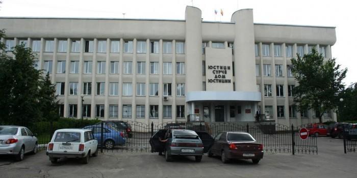 Жительницу Чебоксар будут судить за избиение пятерых полицейских