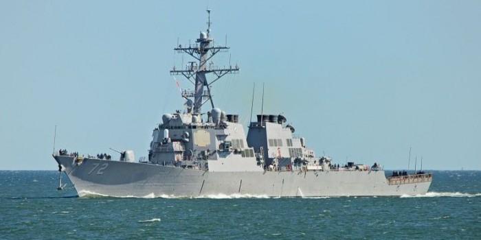 Американский корабль открыл огонь при сближении с иранскими катерами