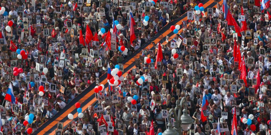 """В Москве проходит шествие """"Бессмертного полка"""""""