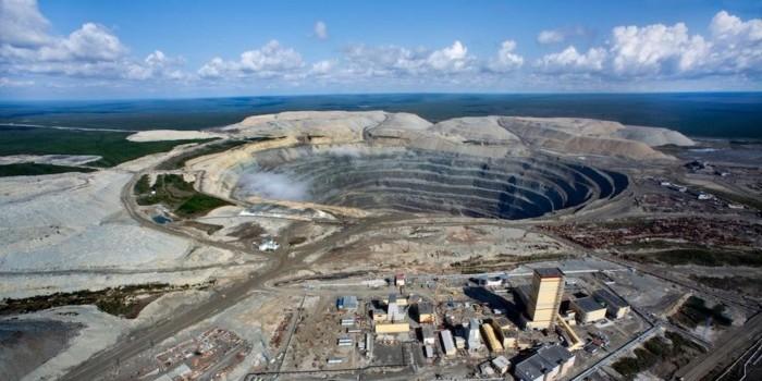 """На руднике """"Мир"""" в Якутии остаются заблокированными трое шахтеров"""