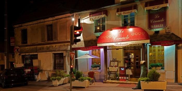 Владелец французского ресторана выгнал мусульманок из заведения, приняв их за террористок