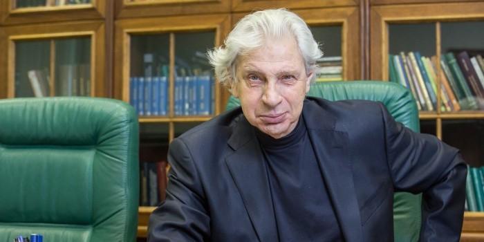 Генри Резник покинул юридическую академию из-за доски Сталину в здании вуза