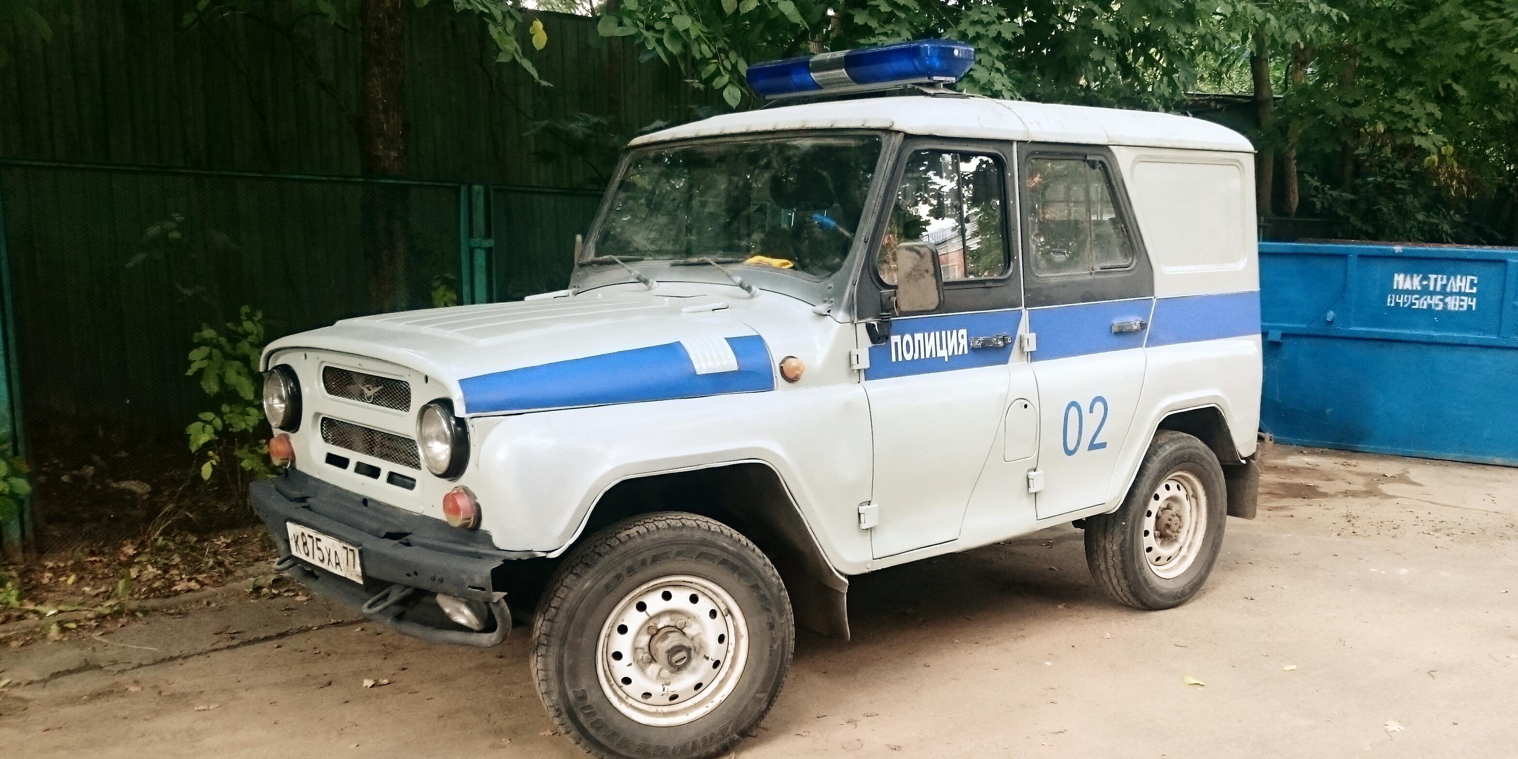 В Иркутске полицейские едва не сожгли подростков в машине и снимали это на камеру