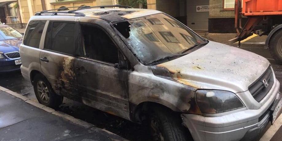 """В Москве сожгли машину адвоката режиссера """"Матильды"""""""