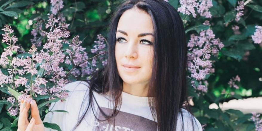 Российская биатлонистка показала, как тренируется кувалдой