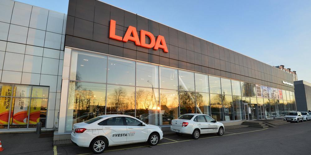 Автомобили Lada подорожали второй раз с начала года
