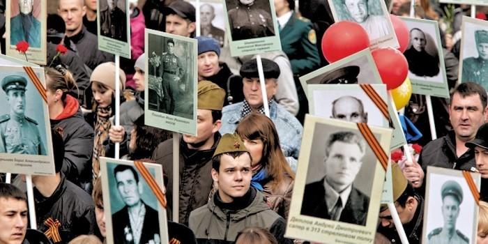 """Путин призвал к дальнейшему развитию проекта """"Бессмертный полк"""""""