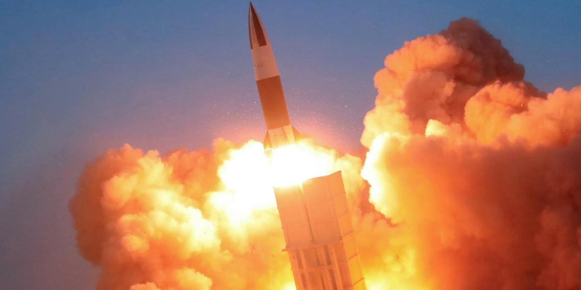 КНДР уже второй раз за год запускает баллистические ракеты и грозит ударом по Японии