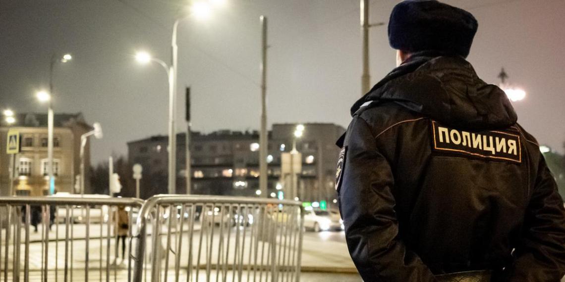 В Москве задержали троих полицейских за угрозу подбросить наркотики