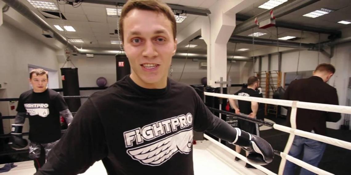 Известного блогера Артема Тарасова накажут за проезд мимо пострадавшего инспектора ГИБДД