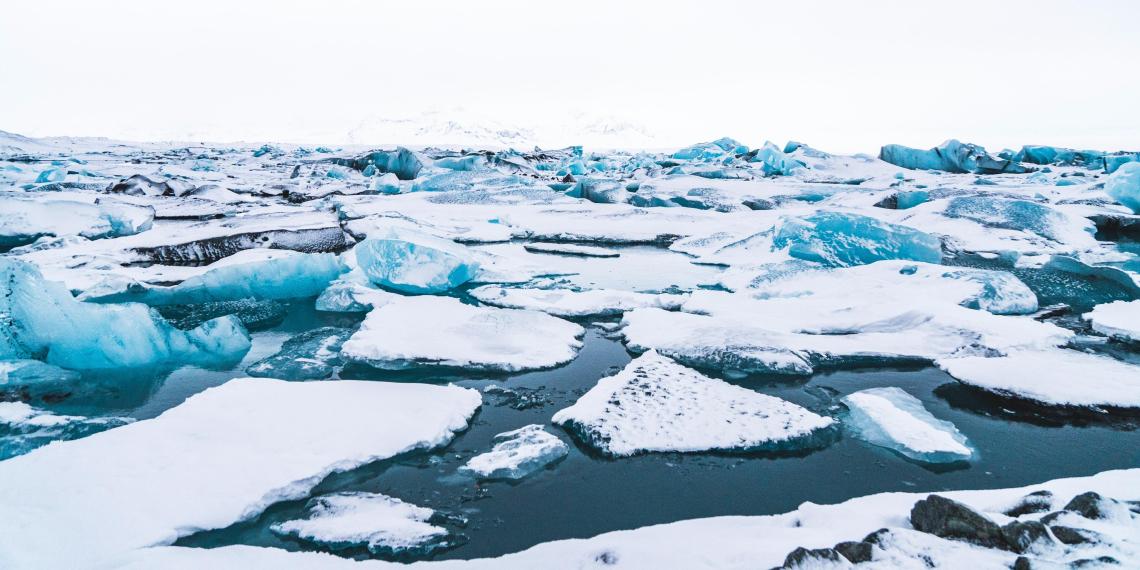 На Сахалине 300 рыбаков унесло в море на оторвавшейся от берега льдине