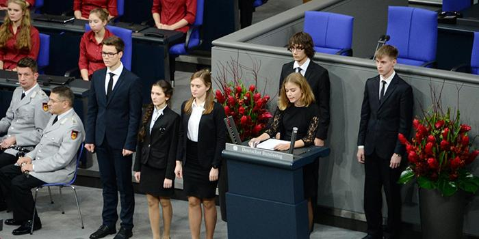Власти Нового Уренгоя предложили уволить учительницу немецкого за речь школьника в Бундестаге