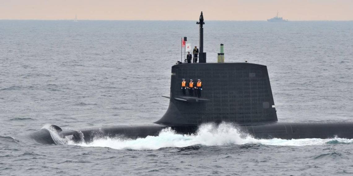 У берегов Японии подлодка столкнулась с гражданским судном