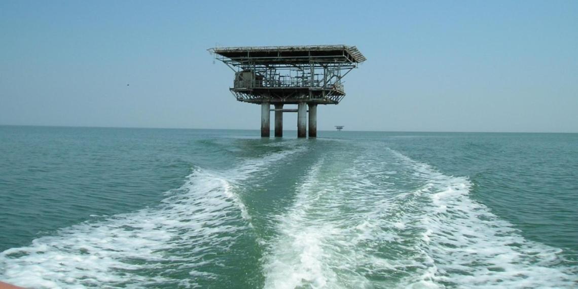 Добыта первая пробная партия воды из-под Азовского моря для Крыма