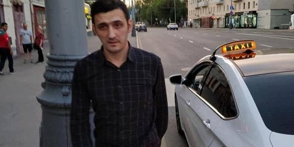 Москвич подрался с таксистом, требовавшим от мексиканцев 6 тысяч рублей