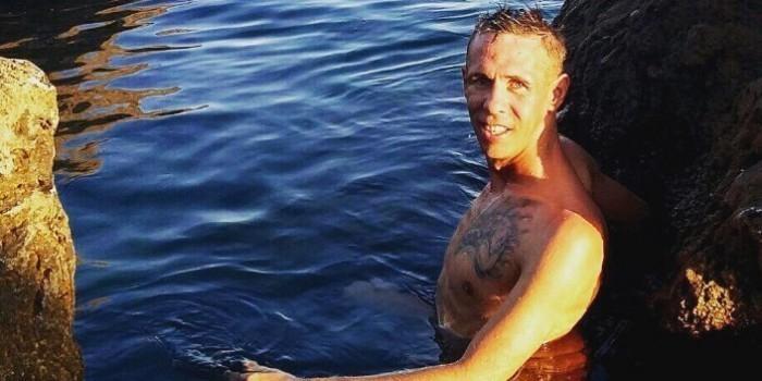 Панин выложил новые скандальные фото с нудисткого пляжа