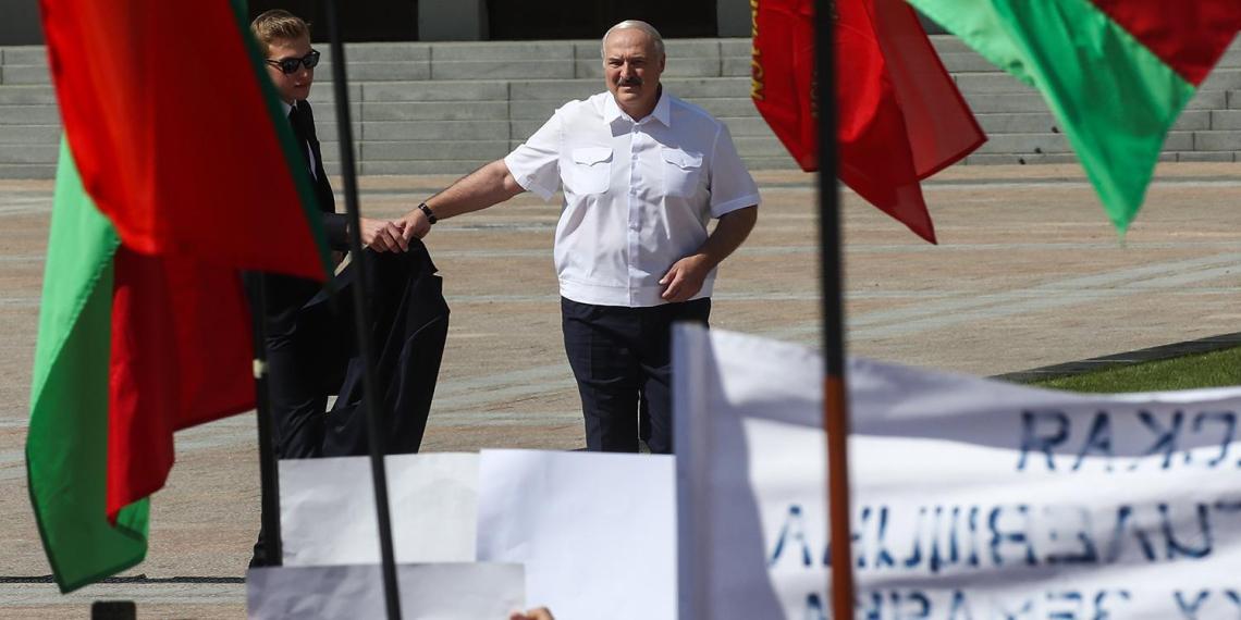 Европарламент не признал Лукашенко избранным президентом и объявил его персоной нон грата в ЕС