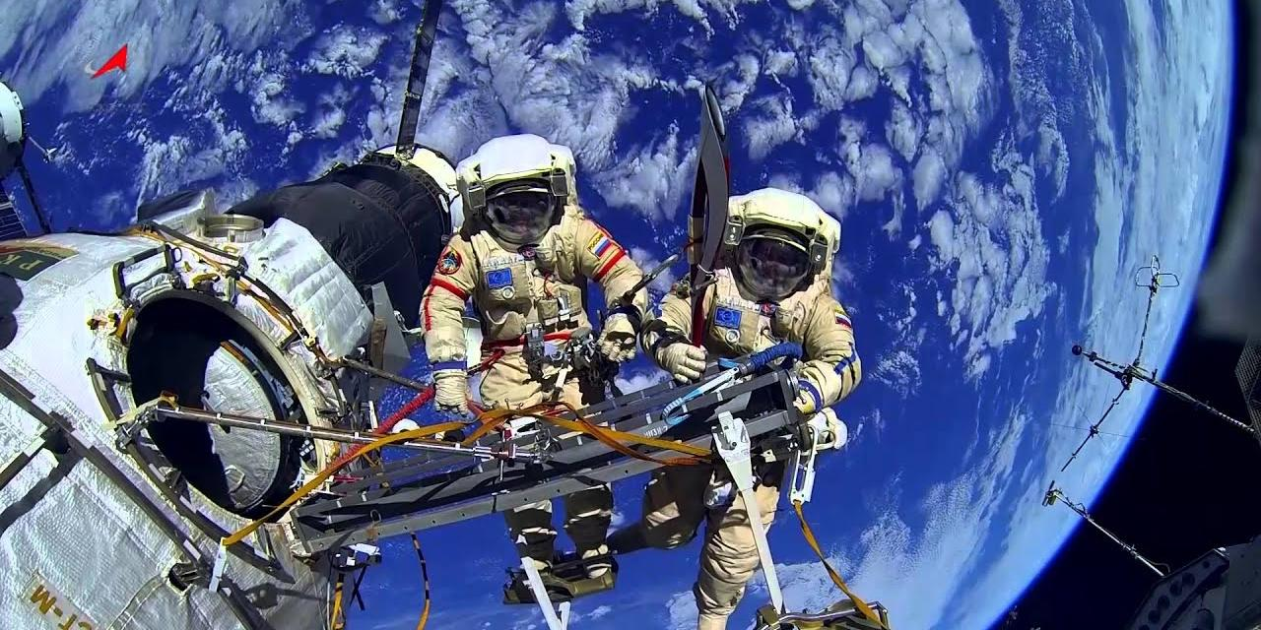 """""""Маск бы посмеялся"""": в России заявили о проблемах со скафандрами для космонавтов на МКС"""