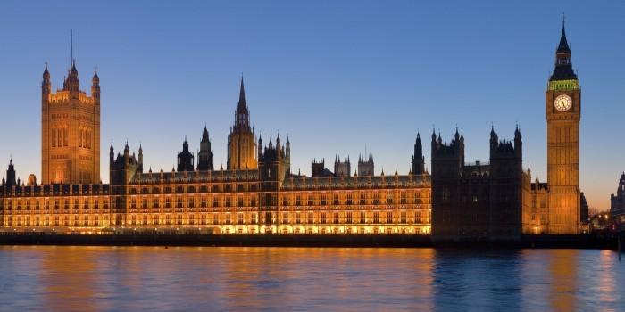 Британский парламент предложил правительству возобновить диалог с Россией