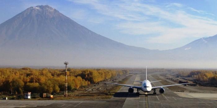 Сотрудники ФСБ на Камчатке смогли пронести к самолету муляж бомбы