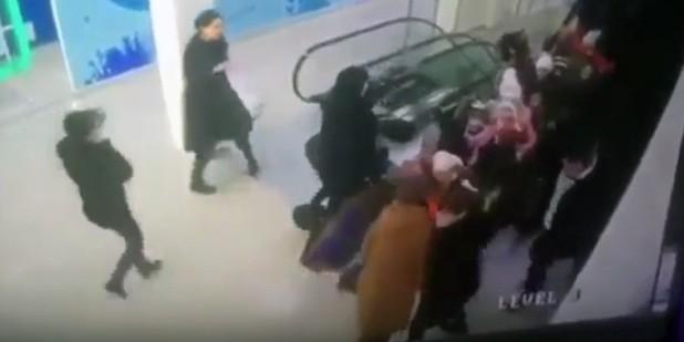 В Ставрополе третьеклассников затянуло под эскалатор в торговом центре
