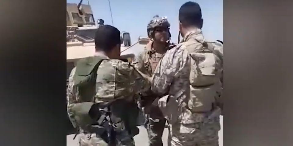 В Сирии крестьяне с военными развернули колонну армии США