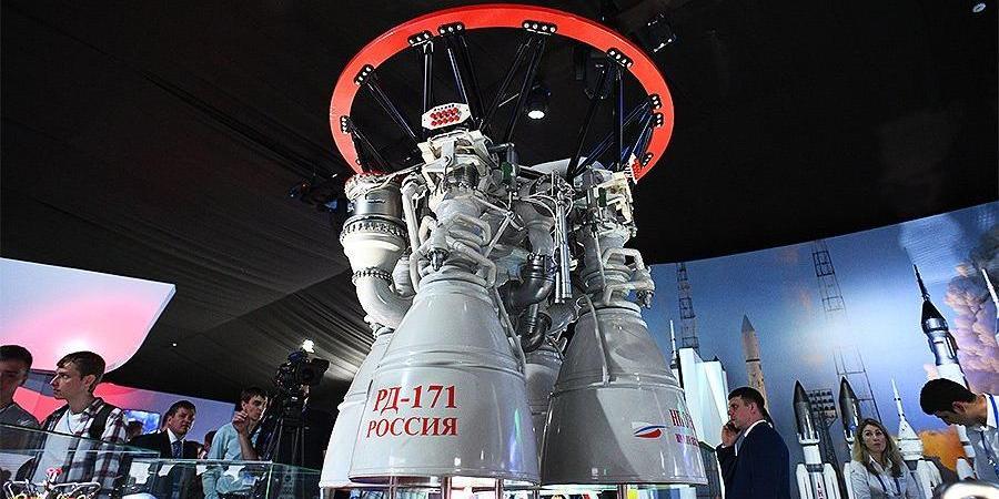 """""""Роскосмос"""" завершил огневые испытания """"царь-двигателя"""" для сверхтяжелых ракет"""