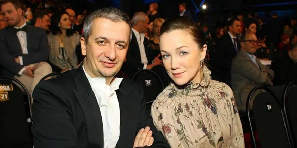 9-летняя дочь Богомолова сняла его бывшую жену Дарью Мороз без лифчика и трусов