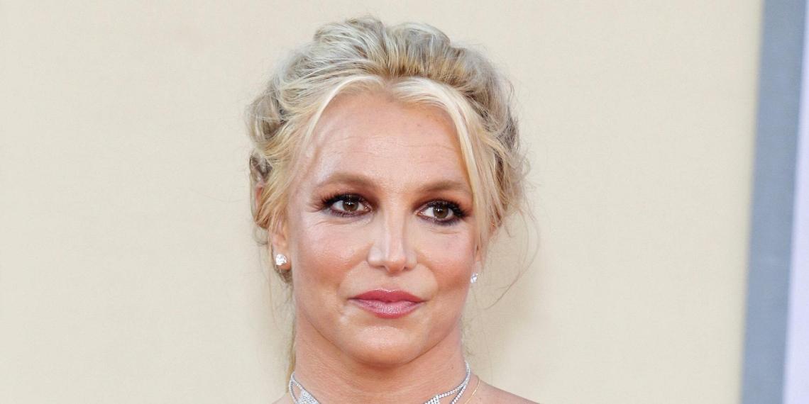 """Бритни Спирс насильно поили лекарствами, из-за которых она начинала """"размышлять о параллельных вселенных"""""""