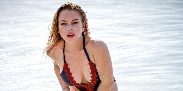 Линдси Лохан показала пышную грудь во время отдыха на Маврикии