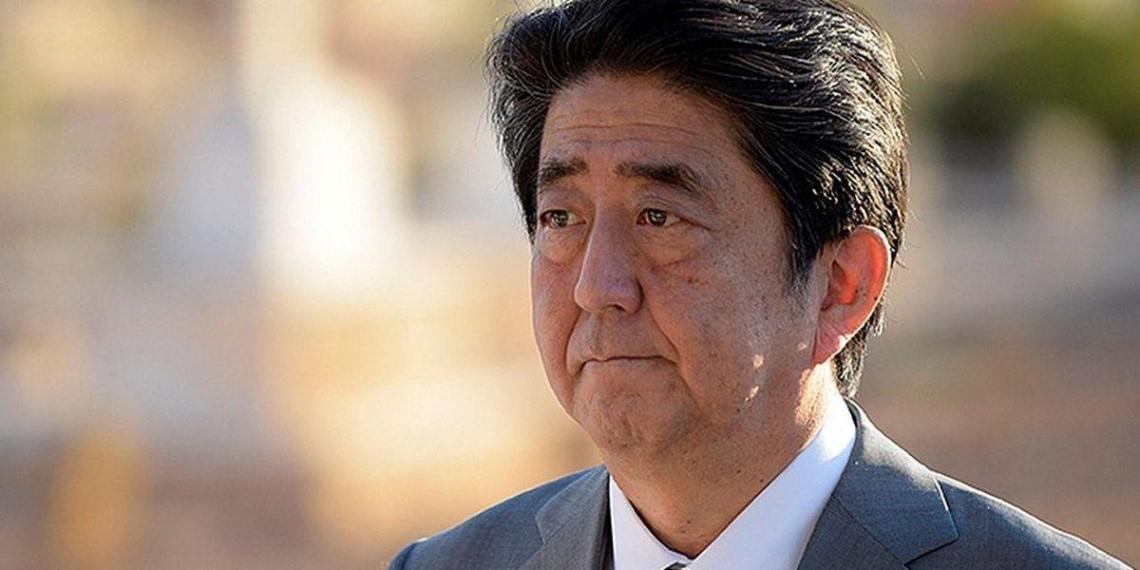 Премьер Японии подтвердил намерение добиться мирного договора с Россией