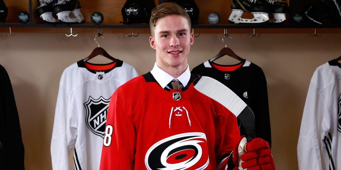 Игрок НХЛ, уехавший в США в 16 лет, дал совет российским хоккеистам