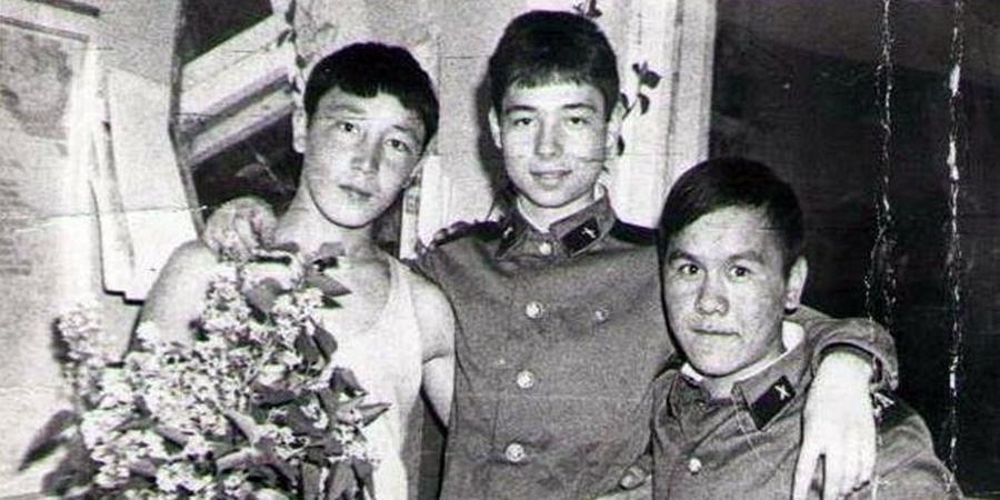 Сладкий солдатик!: Сергей Зверев покорил Сеть, показав архивное фото из армии