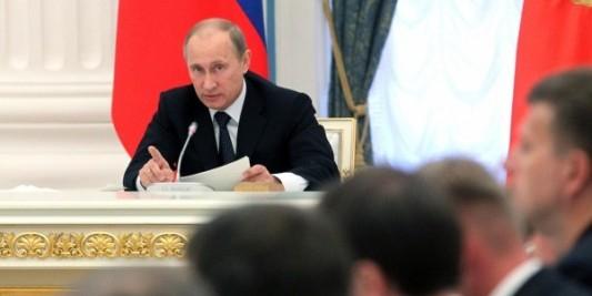 Путин потребовал прекратить контракты на поставку энергии в Крым с Украины