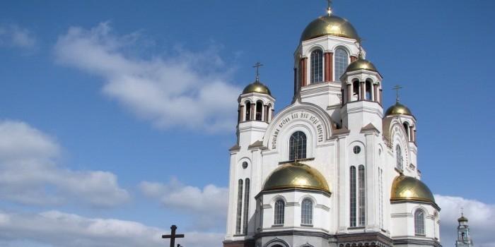 В Екатеринбурге подростки украли рясы и устроили фотосессию в Храме-на-Крови