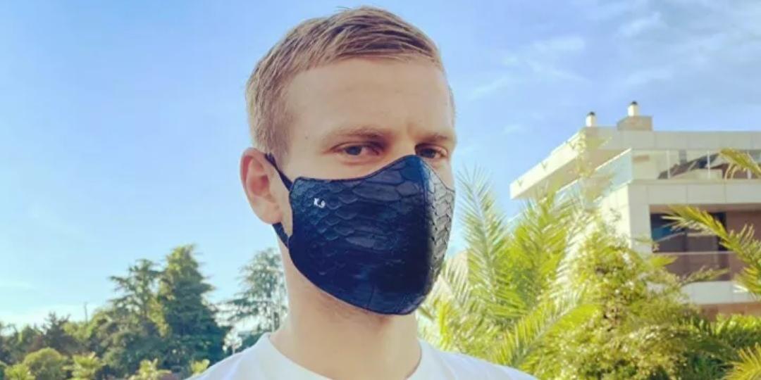 Кокорин выложил фото в маске из крокодиловой кожи за 30 тысяч рублей