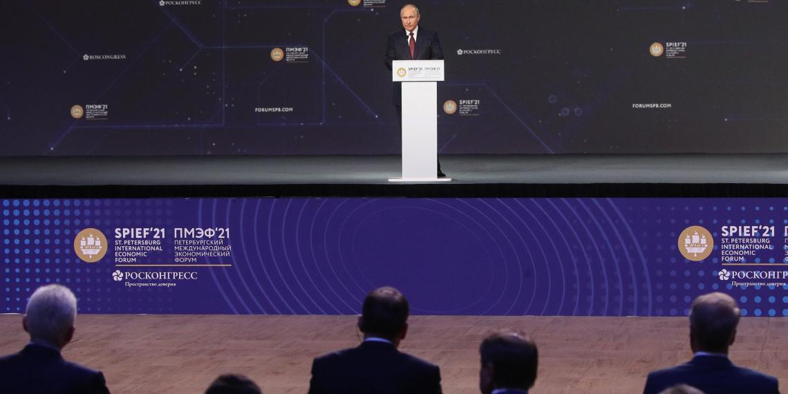 Путин объявил о расширении льготной ипотеки на семьи с одним ребенком