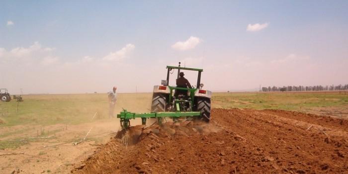 Фермер из Подмосковья перевел трактор на самогон