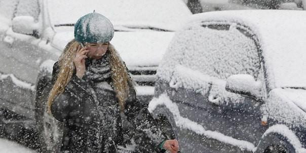 Очевидцы публикуют фотографии снежной бури в Омске
