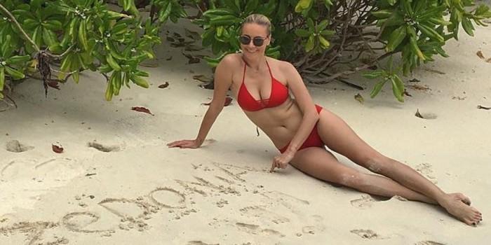 Сексуальная Елена Летучая поразила фанатов роскошной грудью в бикини
