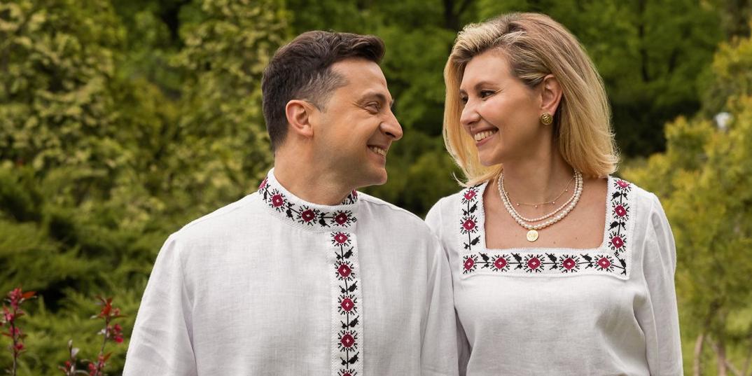 В офисе Зеленского объяснили его появление в косоворотке в День вышиванки