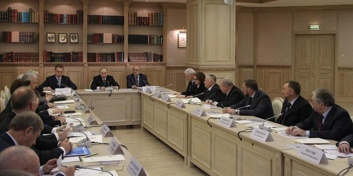 Путин провел заседание попечительского совета МГУ