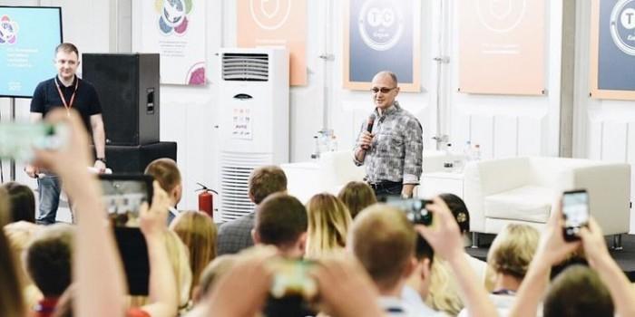 Кириенко связал будущее России с развитием НКО